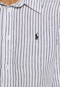 Polo Ralph Lauren - RELAXED LONG SLEEVE - Košile - white/black - 5