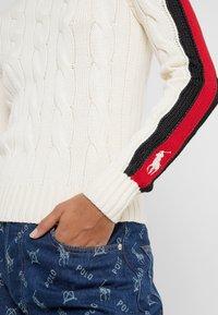 Polo Ralph Lauren - OVERSIZED CABLE - Maglione - cream/multi - 5