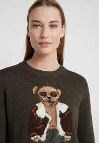 Polo Ralph Lauren - AVIATOR BEAR - Trui - olive multi - 4