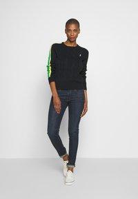 Polo Ralph Lauren - OVERSIZED CABLE - Sweter - black multi - 1