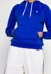 Polo Ralph Lauren - FEATHERWEIGHT - Bluza z kapturem - heritage blue - 5
