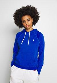 Polo Ralph Lauren - FEATHERWEIGHT - Bluza z kapturem - heritage blue - 0