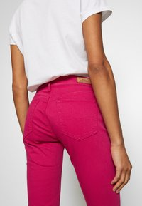 Polo Ralph Lauren - ROSELAKE COLORS - Jeans Skinny Fit - fuschia - 3