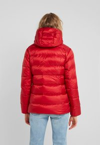 Polo Ralph Lauren - MOMENTUM - Bunda zprachového peří - madison red - 2