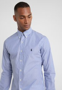 Polo Ralph Lauren - NATURAL SLIM FIT - Vapaa-ajan kauluspaita - blue/white bengal - 4