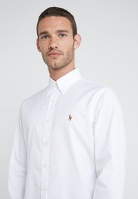 Polo Ralph Lauren - EASYCARE PINPOINT OXFORD CUSTOM FIT - Košile - white - 4