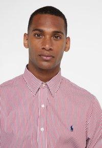 Polo Ralph Lauren - NATURAL PHILLIP - Camicia elegante - red/white - 3