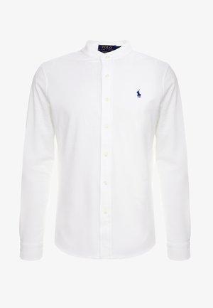 FEATHERWEIGHT MANDARIN - Koszula - white