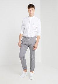 Polo Ralph Lauren - FEATHERWEIGHT MANDARIN - Skjorte - white - 1