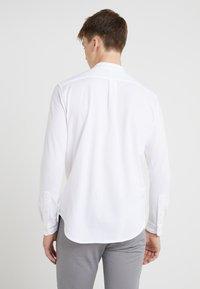 Polo Ralph Lauren - FEATHERWEIGHT MANDARIN - Skjorte - white - 2