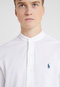 Polo Ralph Lauren - FEATHERWEIGHT MANDARIN - Skjorte - white - 4