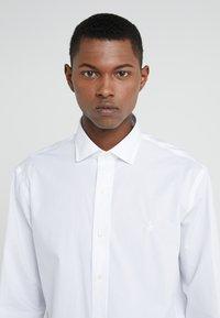 Polo Ralph Lauren - EASYCARE STRETCH ICONS - Formální košile - white - 4