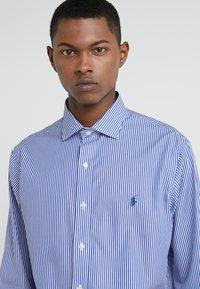 Polo Ralph Lauren - EASYCARE STRETCH ICONS - Kauluspaita - true blue/white - 4