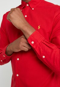 Polo Ralph Lauren - OXFORD SLIM FIT - Vapaa-ajan kauluspaita - red - 4