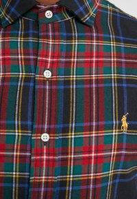 Polo Ralph Lauren - SLIM FIT - Vapaa-ajan kauluspaita - red/dark blu - 4