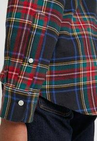 Polo Ralph Lauren - SLIM FIT - Vapaa-ajan kauluspaita - red/dark blu - 6