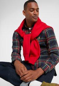 Polo Ralph Lauren - SLIM FIT - Vapaa-ajan kauluspaita - red/dark blu - 3