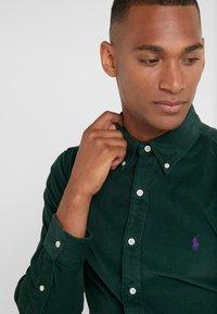Polo Ralph Lauren - WALE SLIM FIT - Koszula - college green - 4
