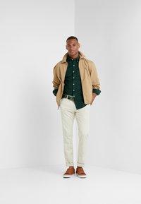 Polo Ralph Lauren - WALE SLIM FIT - Koszula - college green - 1
