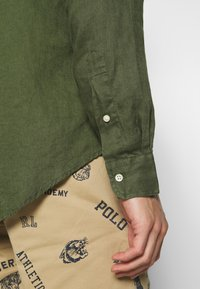 Polo Ralph Lauren - PIECE DYE - Camicia - supply olive - 5