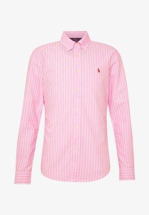 OXFORD SLIM FIT - Vapaa-ajan kauluspaita - pink/white