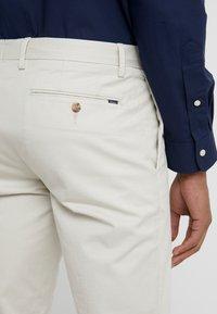 Polo Ralph Lauren - FLAT PANT - Trousers - sand - 5