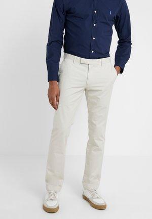 FLAT PANT - Pantaloni - sand