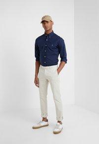 Polo Ralph Lauren - FLAT PANT - Trousers - sand - 1