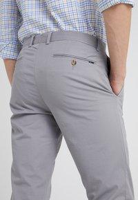 Polo Ralph Lauren - FLAT PANT - Kangashousut - museum grey - 4