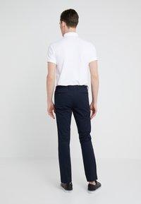 Polo Ralph Lauren - FLAT PANT - Spodnie materiałowe - aviator navy - 2