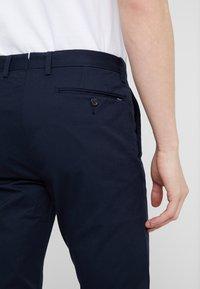 Polo Ralph Lauren - FLAT PANT - Spodnie materiałowe - aviator navy - 5
