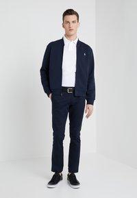 Polo Ralph Lauren - FLAT PANT - Spodnie materiałowe - aviator navy - 1