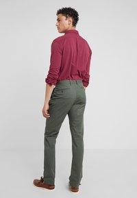 Polo Ralph Lauren - FLAT PANT - Spodnie materiałowe - angler green - 2