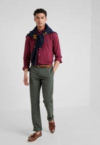 Polo Ralph Lauren - FLAT PANT - Spodnie materiałowe - angler green - 1