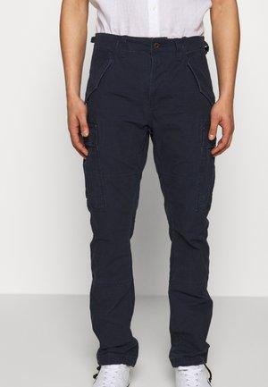 Pantalones cargo - aviator navy