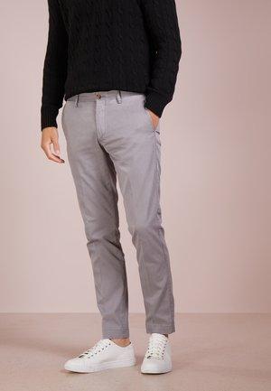 SLIM FIT NEWPORT PANT - Bukse - perfect grey