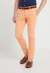 Polo Ralph Lauren - BEDFORD PANT - Spodnie materiałowe - poppy - 0
