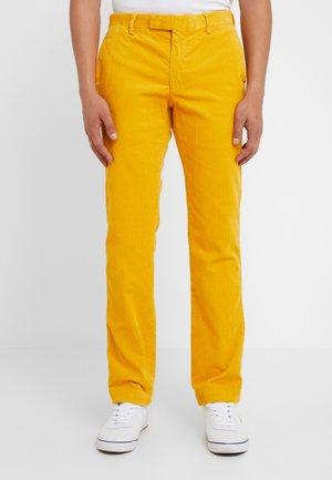 SLIM FIT PANT - Spodnie materiałowe - basic gold