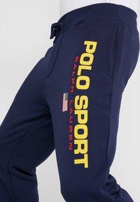 Polo Ralph Lauren - Teplákové kalhoty - cruise navy - 4