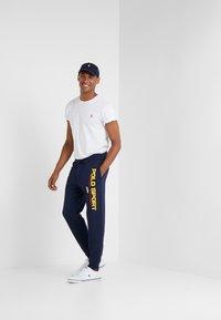 Polo Ralph Lauren - Teplákové kalhoty - cruise navy - 1