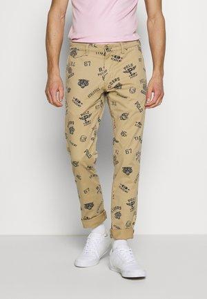 SLIM FIT BEDFORD PANT - Pantaloni - luxury tan
