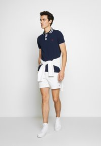 Polo Ralph Lauren - CLASSIC FIT PREPSTER - Shorts - white - 1