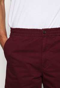 Polo Ralph Lauren - CLASSIC FIT PREPSTER - Shorts - classic wine - 5