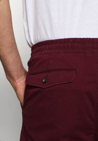 Polo Ralph Lauren - CLASSIC FIT PREPSTER - Shorts - classic wine - 4