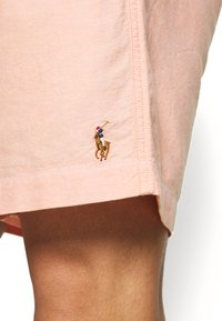 Polo Ralph Lauren - CLASSIC FIT PREPSTER - Shorts - peach - 4