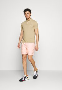 Polo Ralph Lauren - CLASSIC FIT PREPSTER - Shorts - peach - 1