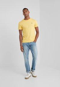 Polo Ralph Lauren - Jednoduché triko - chrome yellow - 1