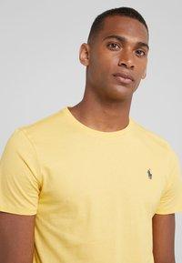Polo Ralph Lauren - Jednoduché triko - chrome yellow - 3