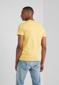 Polo Ralph Lauren - Jednoduché triko - chrome yellow - 2