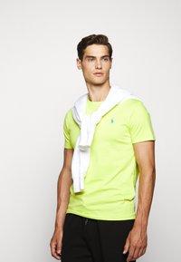 Polo Ralph Lauren - Jednoduché triko - bright pear - 5